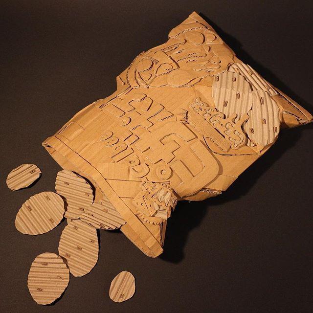 ピザポテトがないのでダンボールで作ってみました。  Japan poteto chips of cardboard.  #ピザポテト #カルビー #ポテトチップス #ダンボール  #potetochips #Cardboard #Sweets