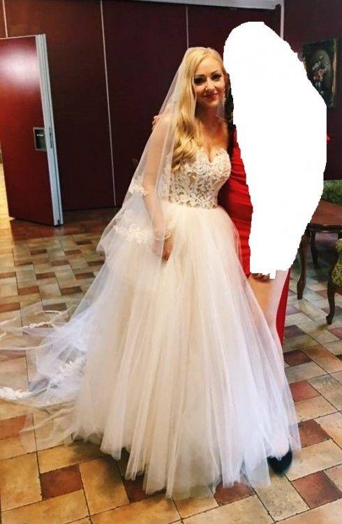 0705be831 Sprzedam suknię ślubną z salonu Madonna w warszawie model Gabbiano. Piekna  suknia z długim, podpinanym trenem.