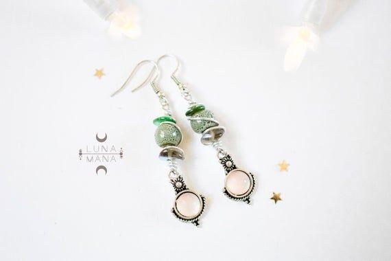 Boucles d'oreilles tribales ethniques verte (perle céramique, fil métal enroulé, breloque recyclée, unique fait main), idée cadeau femme