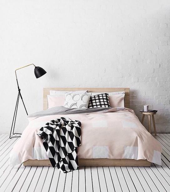 Les 25 meilleures id es concernant couvre lit rose sur for Voir chambre a coucher
