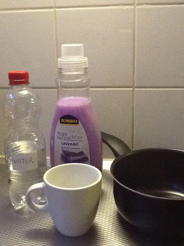 half kopje wasverzachter en 1 kopje water in een pannetje 20 min zacht laten koken en heel je huis ruikt lekker.