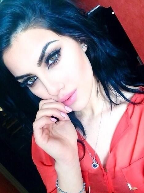 Middle eastern make up is slaying