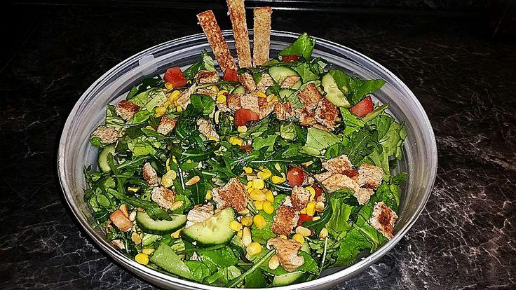 Putensalat mit Tomaten, Gurken, Mais und Sonnenblumenkernen, ein gutes Rezept aus der Kategorie Geflügel. Bewertungen: 3. Durchschnitt: Ø 3,8.