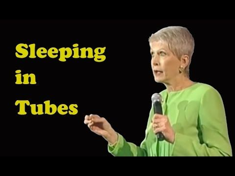 """Christian comedian Jeanne Robertson talks about the """"perk"""" trip she and her assistant took to Hawaii 