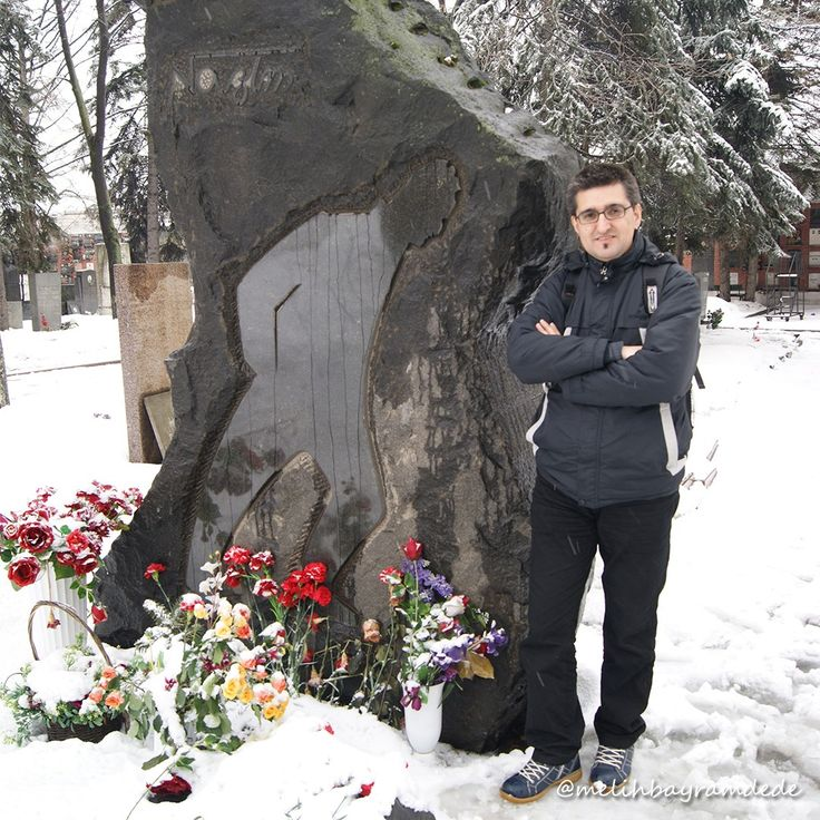 Ünlü Türk şairi Nazım Hikmet Ran'ın mezarını ikinci ziyaretim. Novodeviçi Mezarlığı, Новоде́вичье кла́дбище, Novodevichy Cemetery. #moscow #russia #rusya #moskova #photography #photo #photos #pic #pics #picture #pictures #snapshot #art #beautiful #instagood #picoftheday #photooftheday #color #all_shots #exposure #composition #focus #capture #moment