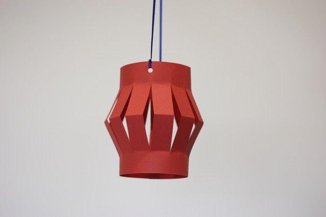 Linterna China de papel: Perfora y cuelga