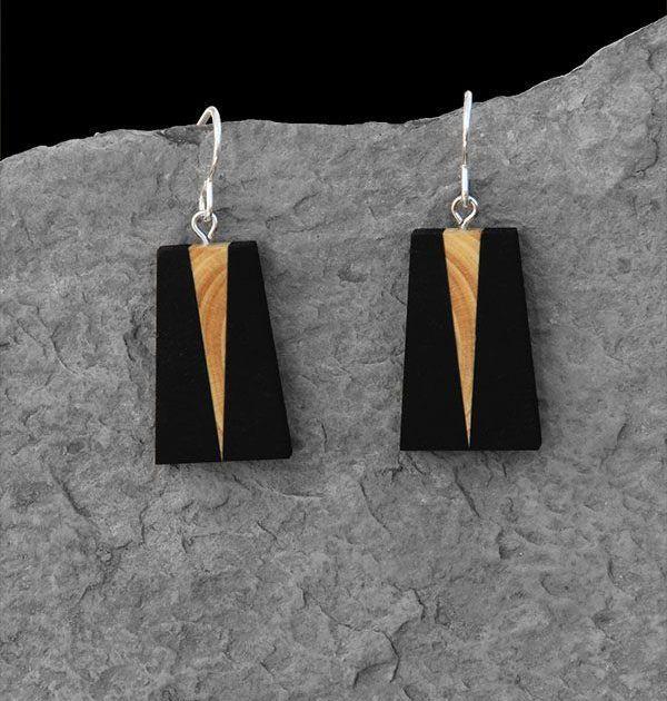 élieBois / Boucles d'oreille en bois: buis et ébène. Apprêts en argent. Wooden earrings: boxwood and ebony. Silver finishes.