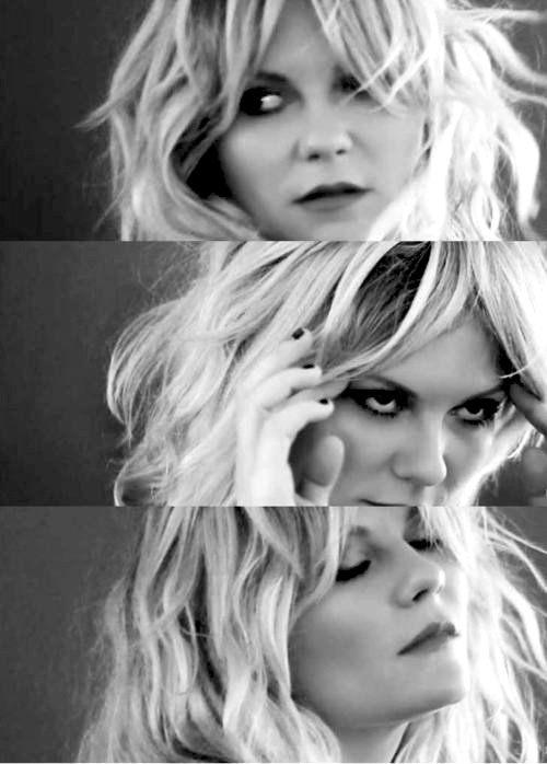 But the real secret to total gorgeousness is to believe in yourself, have self confindence, and try to be secure in your decisions and thoughts. ~ Kirsten Dunst ~