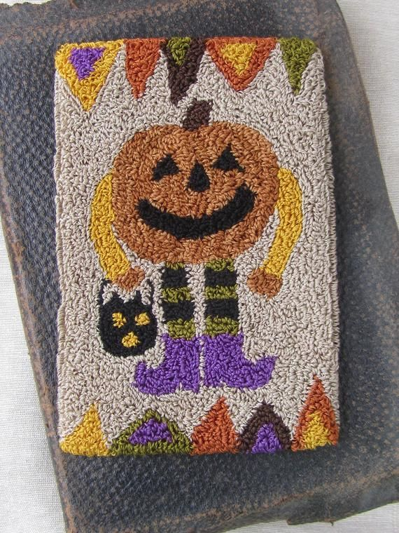 PRIMITIVE PENNY RUG PATTERN ~ THE WITCH/'S SHOE