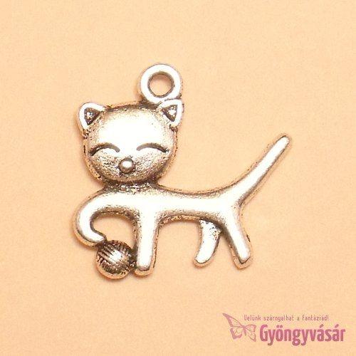 Ezüstszínű, játékos cica - fém zsuzsu / fityegő