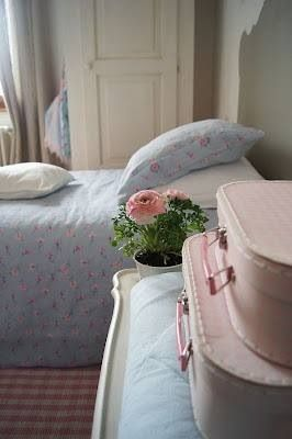 Shabby chic bedroom cute idea w suitcases