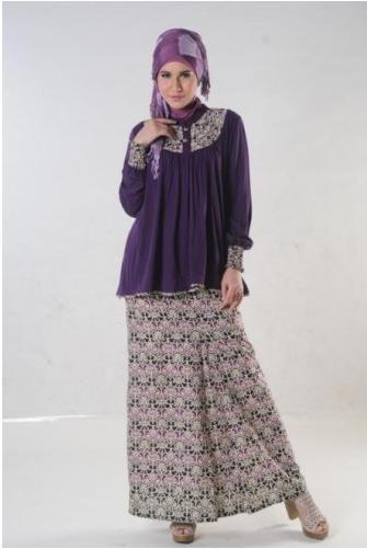 Stelan Batik Blus dengan Rok SImpel namun Tetap Stylish bisa untuk kegiatan Formal juga.Bahan Berkualitas  Minat hubungi SMS 087878968310 Website www.toyusin.co.id