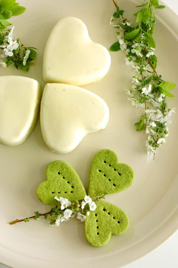 Easy Irish Mint cheesecakes. (Such a pretty picture!)