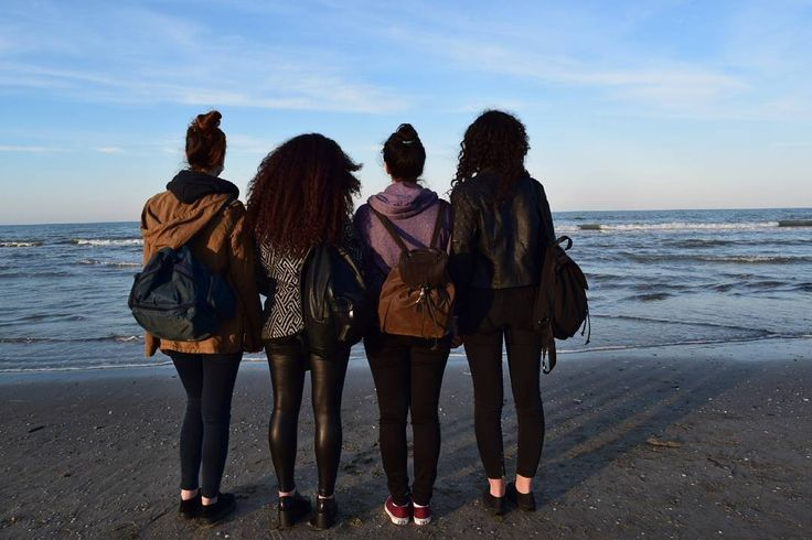 Stanza 112. #112 #Rimini #quattro #ragazze #Noemi #Flavia #Conny #Frenchi #friends #friendship #cos #napoletaniingiro #Nikon #D5300 #we #are #happiness by laragazzaconleconverseblu
