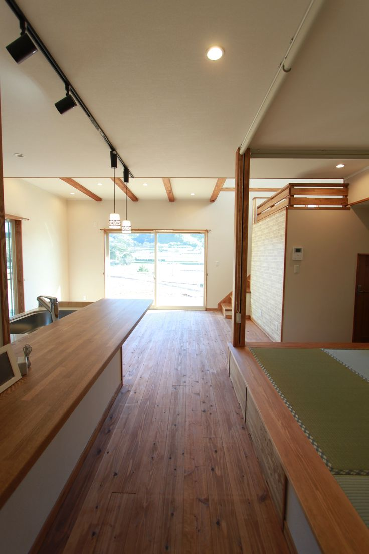 畳スペースとキッチンは向かい合わせ。こども達が遊んでいるのを見ていられます。#キッチン#畳コーナー#畳
