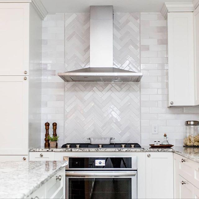2 Herringbone Backsplash Kitchen Kitchen Design Small Kitchen Design
