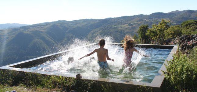 Eigenwijze kleine camping in de bergen van Noord Portugal Bewust bijzonder vakantie vieren in het natuurlijke ritme van het Portugese platteland? Welkom op Quinta Rural, een kleinschalige camping i…