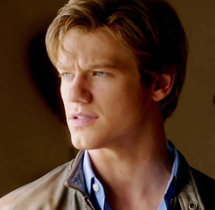 Lucas Till As Angus Macgyver In 1x15 Magnifying Glass In