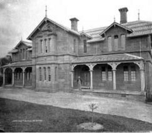 Constructed in 1867,the Darlinghurst Reception House was to help the expanding city cater for the needs of the psychiatrically impaired (lunatics) rather than tossing them into gaol.Located on the corner of Forbes and Burton Streets, Darlinghurst,it was constructed opposite the Darlinghurst Gaol and next to the Police Station. The gaol was at the rear of the Supreme Court of NSW.
