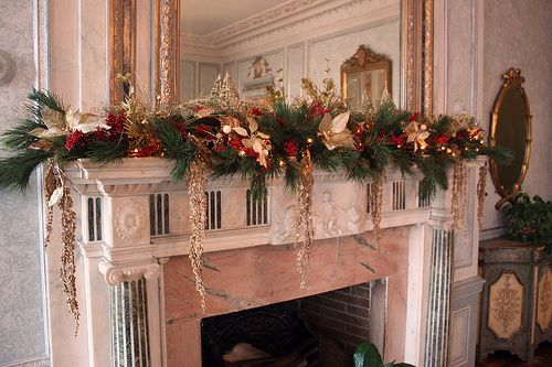 Victorian christmas mantel decorations google search for Casa mantel