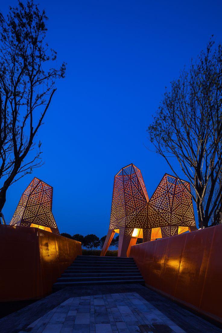 Galeria - Arquitetura e Paisagem: Pavilhões de metal perfurado se elevam no parque, por Martha Schwartz - 23