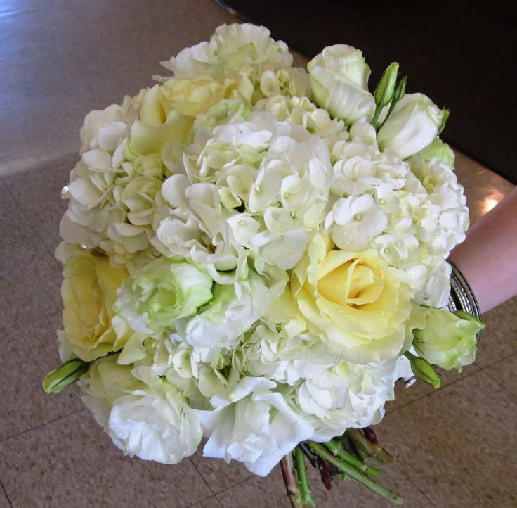 july wedding with hydrangea and garden roses