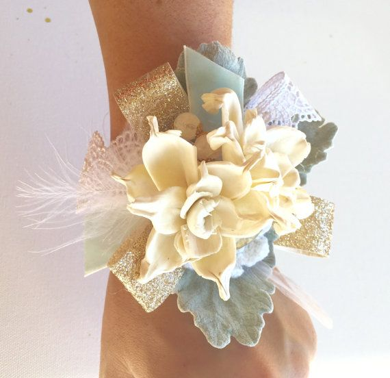 This dainty, vintage inspired corsage is perfect for your next special occasion! Perfect for baby showers, bridal showers, prom, homecoming,