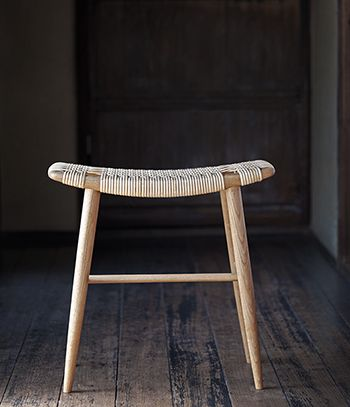 Maruyama used Nara wood to construct a simple frame with clean lines and spare tones, complemented with rattan seating.