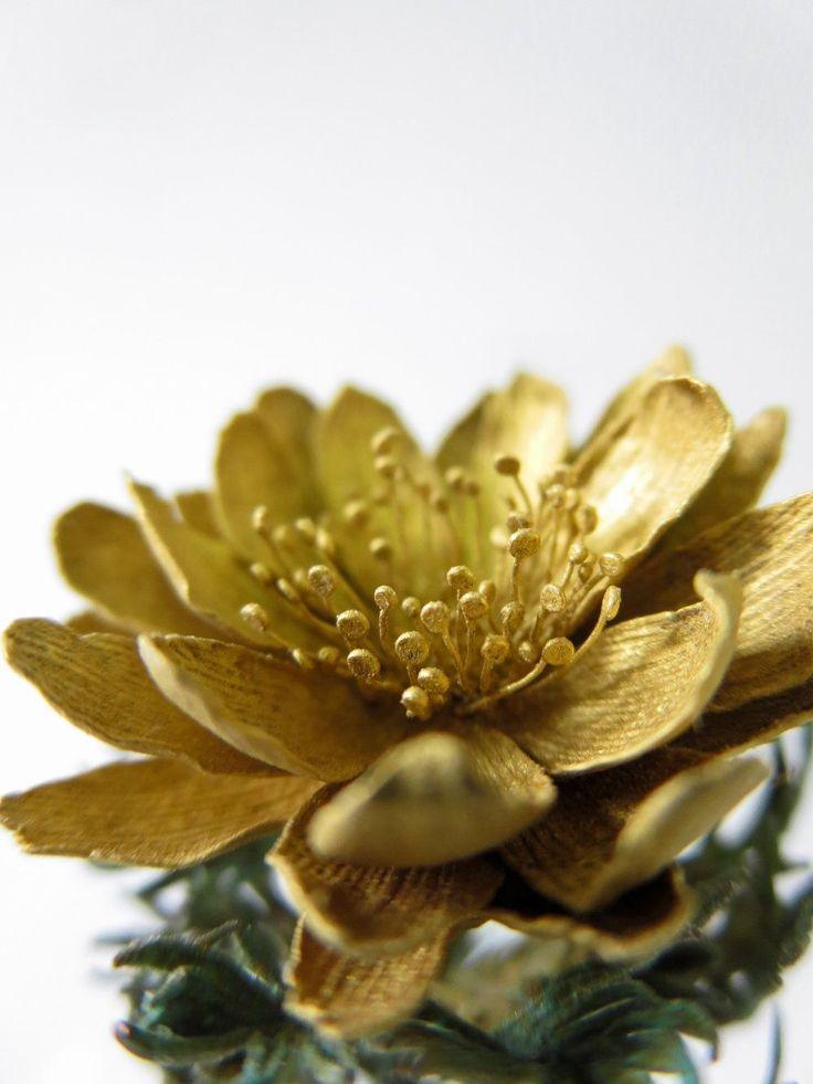 L'artista Shota Suzuki che trasforma il metallo in delicati fiori di primavera #arte L'artista giapponese, Shota Suzuki, riesce a trasformare la pesantezza del metallo in una #scultura leggera e minuta. Rappresenta fiori selvatici, rami carichi di foglie o bacche, in modo del t #arte #scultura #hanami #giappone