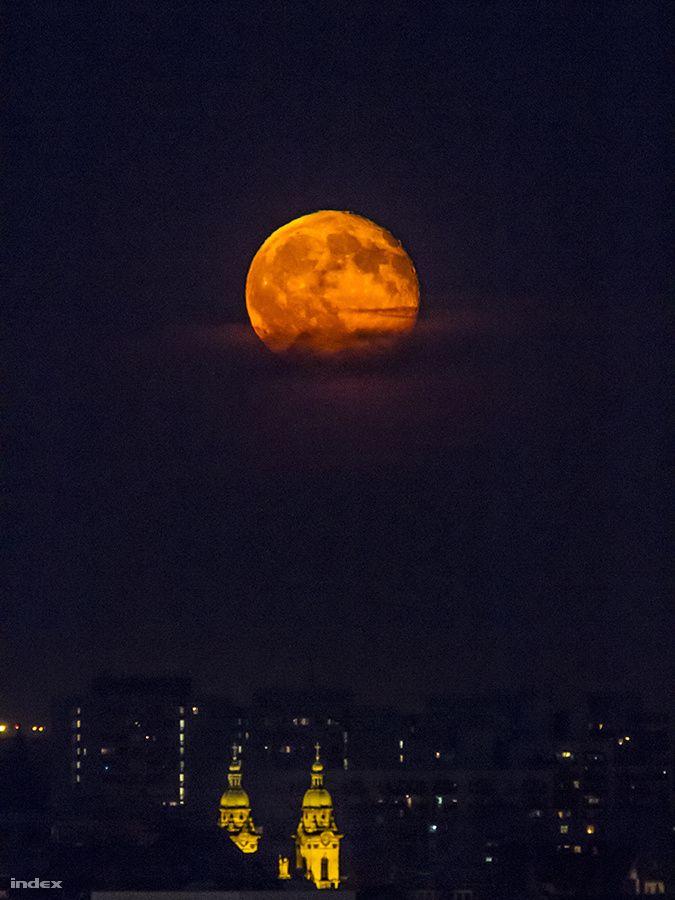 Budapest & Moon  (Hungary)