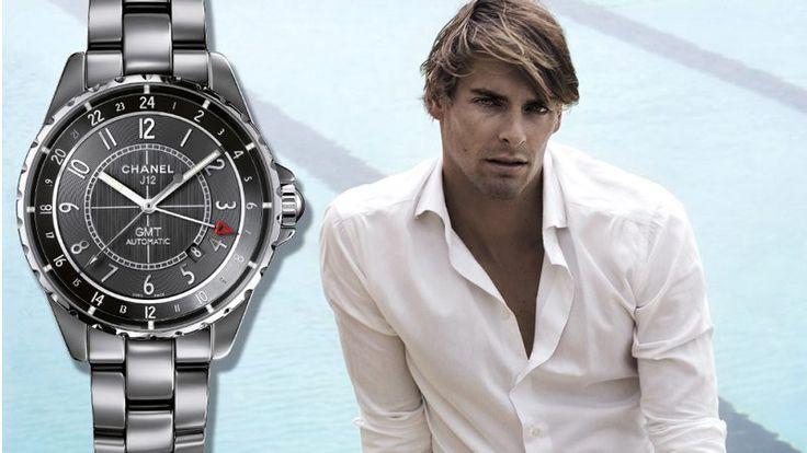 Camille Lacourt nageur français est l'ambassadeur de la  montre Chanel J-12 Chromatic
