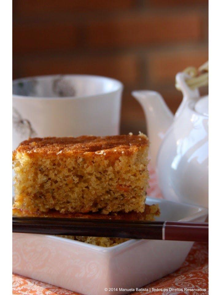 Há coisa melhor que um bolo de amêndoa? E se combinarmos o sabor da cenoura? E o aroma da laranja e a textura das sementes de chia? Cad...
