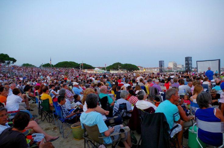 Spectateurs sur le sable pour Un violon sur le sable à Royan en Juillet