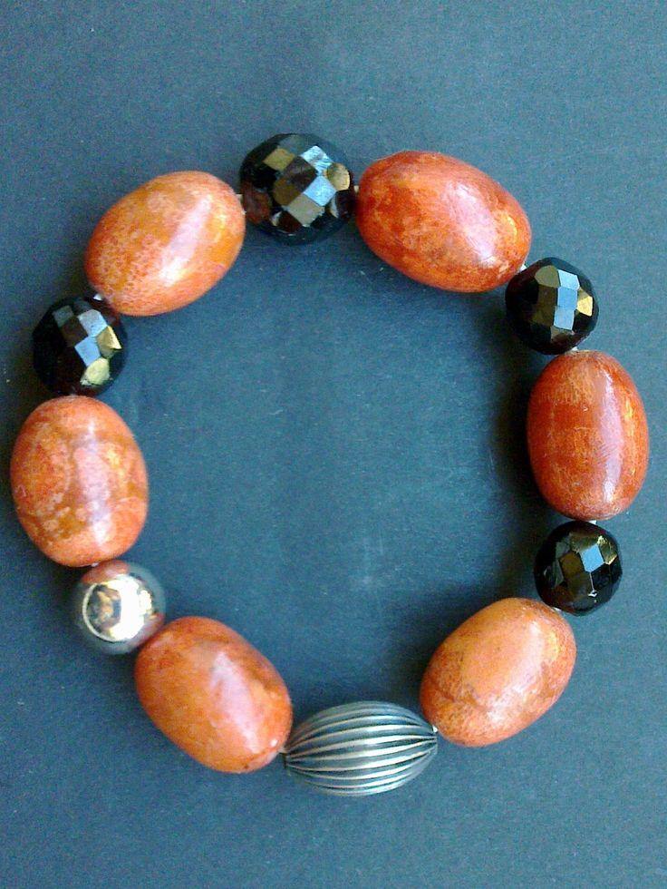 Bracciale  con perle in  corallo fossile  cristalli neri perla in metallo  art 30-    Ritiro gratuito su Catania e Provincia  peonie.accessori@gmail.com                tel . 339/8778952