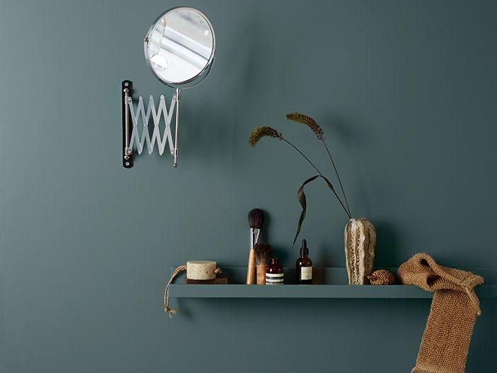 Jotuns fargesjef gir deg forslag til 7 ulike fargepaletter du kan male baderommet i. Endelig kan du få matte vakre vegger, også på badet. Se fargene her.