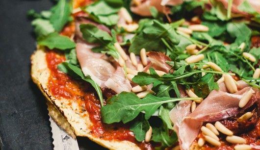 : Eine Pizza für Paleo-Anhänger? Gibt's nicht? Gibt's wohl! Dank Nico Richter und seinem Buch Paleo power for life, welches dieses wunderbare Rezept für eine leckere Pizza mit außergewöhnlichem Boden enthält