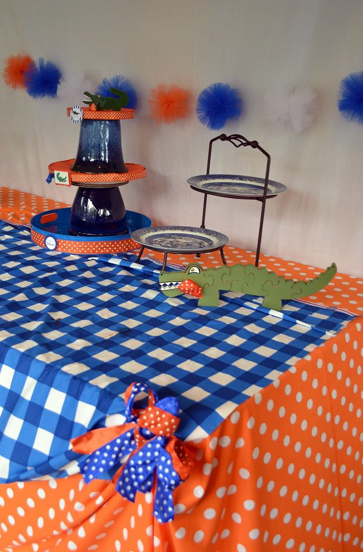 fabric table....we could do a table there right? it would be cute. for gifts and what not