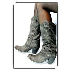 Chaussures bottes femme simili cuir gris     Article NEUF - Très belle qualité     Description: Fermeture éclair sur le côté du bas. Fourrées à l'intérieur pour tenir