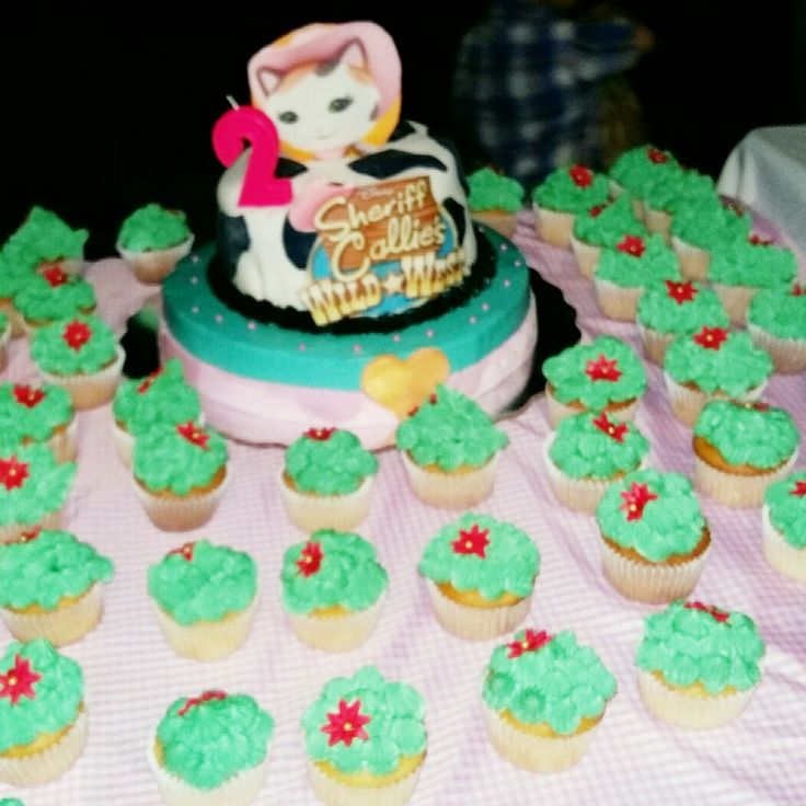 Cactus cupcakes & cake sheriff callie