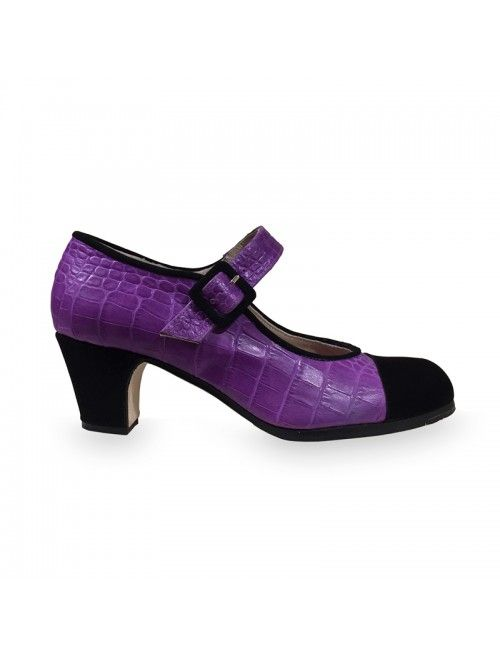 JULIA   Zapato flamenco de mujer en ante negro y cocodrilo morado #flamenco #zapatosflamenco #flamencoshoes #zapatospersonalizados #zapatoartesanal #flamencousa #フラメンコシューズ #フラメンコ #flamencojapan #фламенко #фламенковмоскве