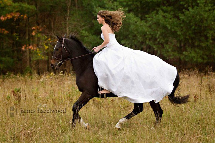 horseback weddings | 19 Breathtaking Photos of Brides on Horseback  HORSE NATION