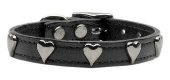 This black leather dog collar with riveted heart embellishments is a great way to spruce up your pup's wardrobe. The sleek and timeless styling of this collar makes it a great choice all year long. Coordinating lead available (sold separately). Made in the USA