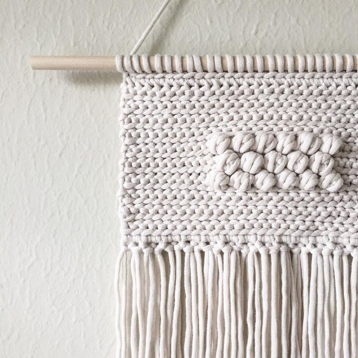 Remember the #crocheted #wallhanging? This one's my favorite. The one I made for @koelmagazine on their website at Koel-stories.com is also my favorite. 😄 . . . . . #minimyarnism #thebeautyforager