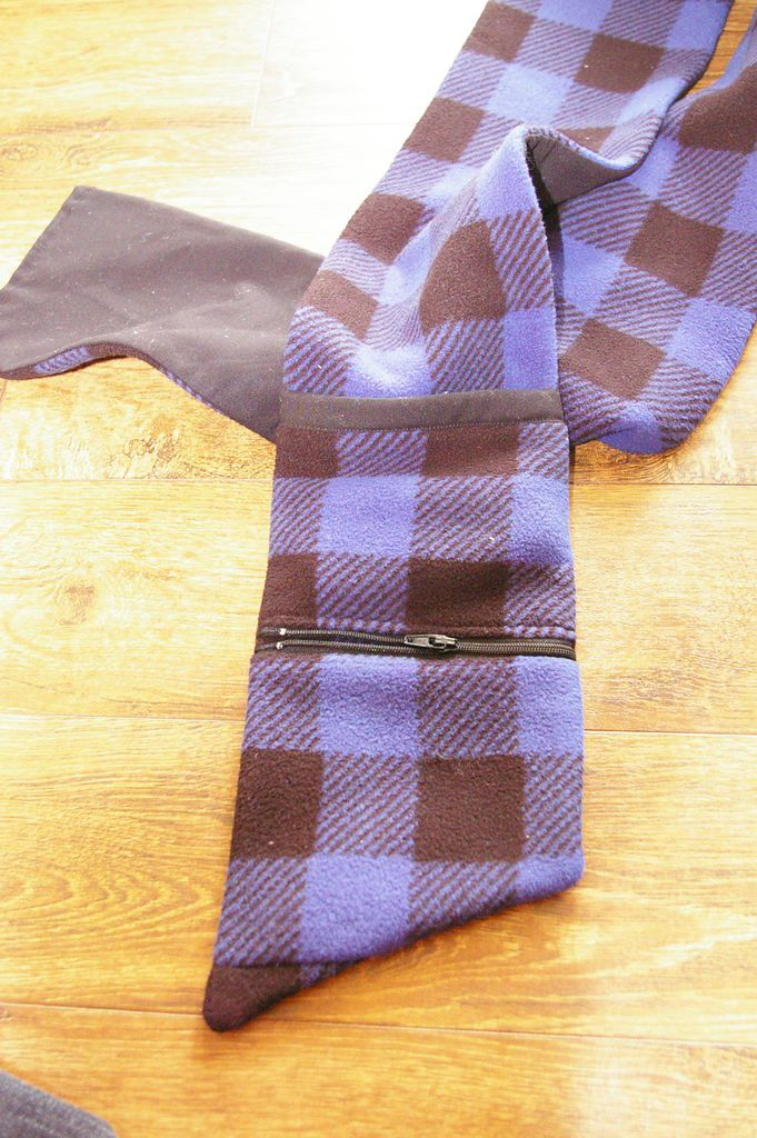 Cargo Scarf: Free your hands, and your mind will follow! - All