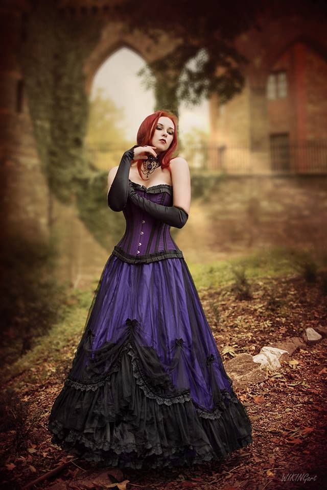 model: Revena skirt, corset, gloves and jewelry: The Gothic Shop photographer: WikingArt - Fotografia Welcome to Gothic and Amazing | www.gothicandamazing.com