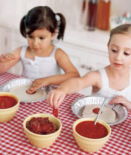 Domestic Charm: Kids Pizza Party- Love the pie tin for each kids pizza. Easy mess containing!