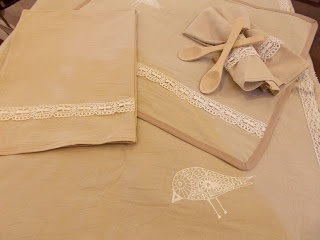 Manteles, servilletas, individuales y repasadores en Lienzo bordados.