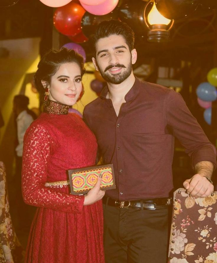 Famous onscreen couple, Aiman Khan and Muneeb Butt has recently got engaged. This has stunned their fans in Dubai, New York, Paris, London, and worldwide.