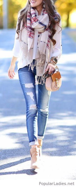 Jeans, white shirt and details