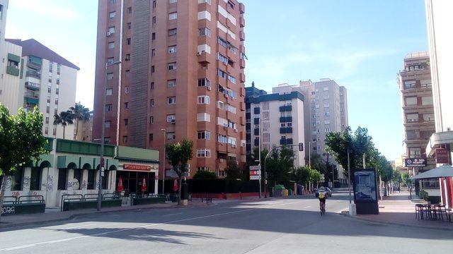 VEndo piso en zona de la avenida rector lostau , edificio con jardin privado , muy centrico en una de las mejores zonas para vivir de Murcia , mejor visitarlo